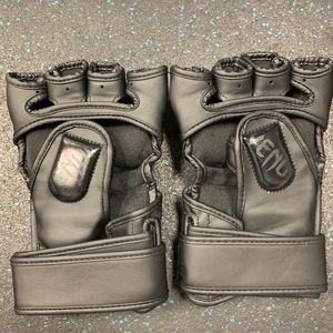 Accessories - Venum Undisputed 2.0 MMA gloves